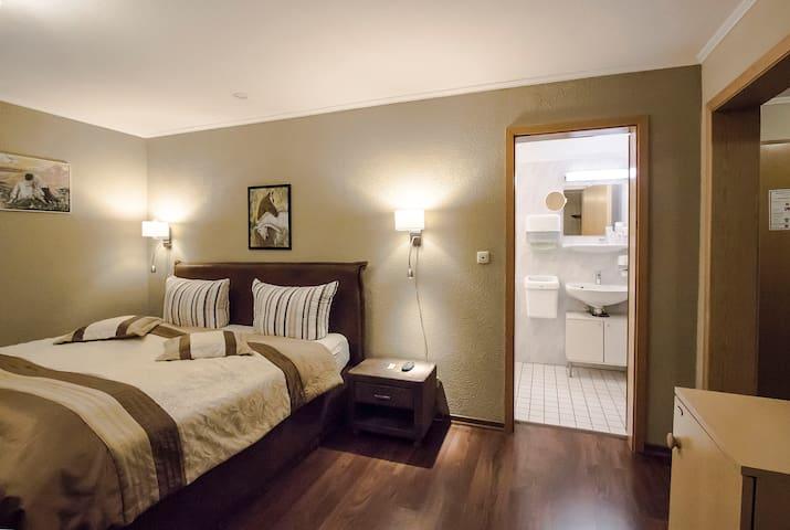 Standart Doppelzimmer im Hotel *** mit Frühstück
