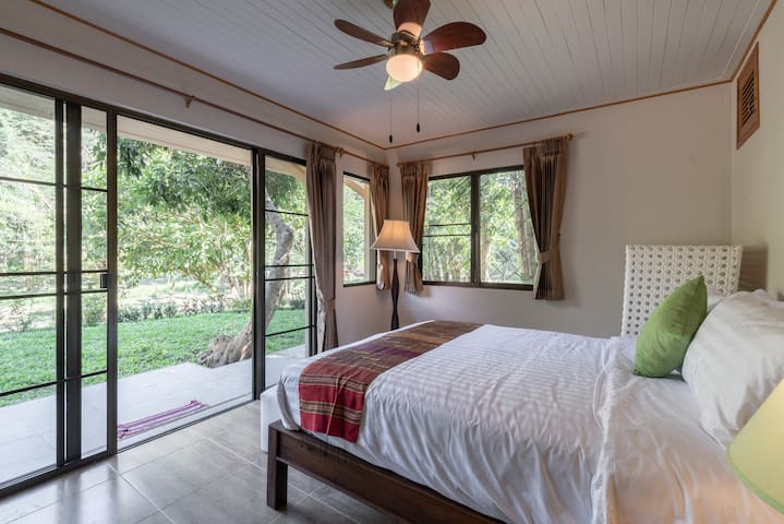Detached garden setting queen bedroom with ensuite bathroom and air purifier