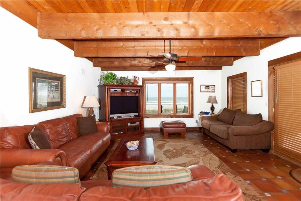 You can relax and watch TV while enjoying a great ocean view! - The living room is spacious and comfortable with its leather sofa