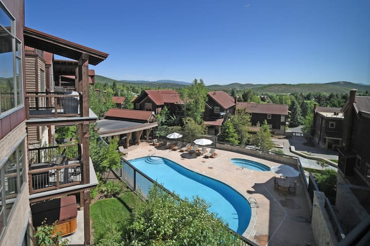 Welcoming Townhome, Silver Star #102, with private hot tub