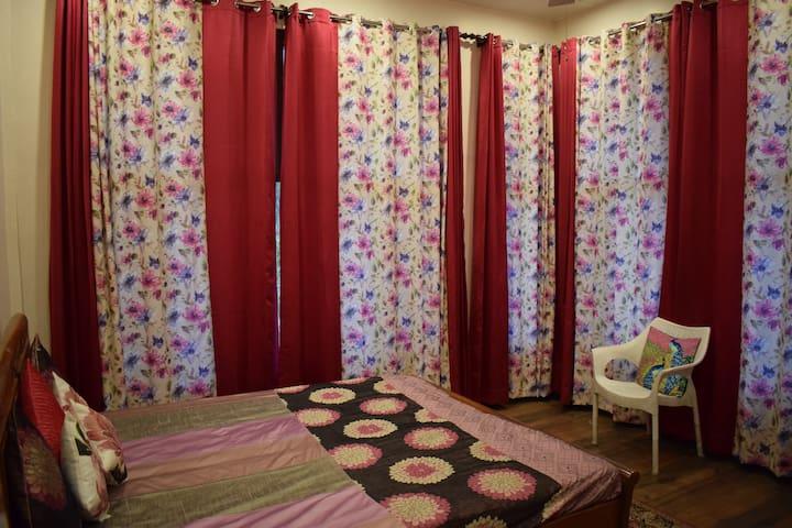 Sidho-aadesh. The Pink Room