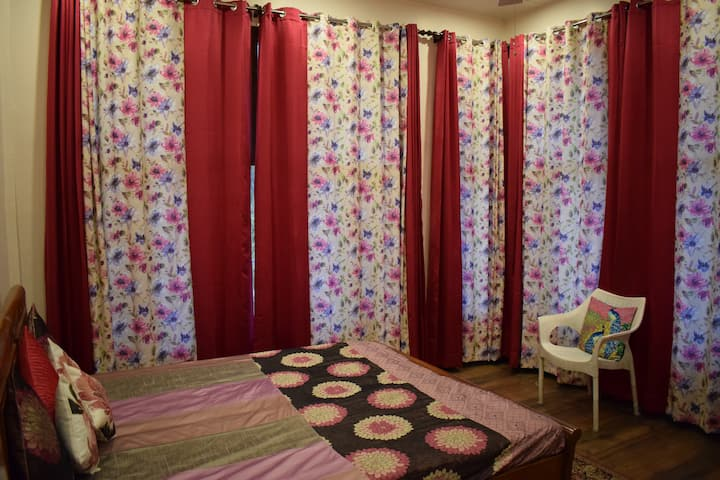 Sidho-aadesh. The Pink Room with 100mbps net