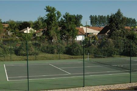 Maisons piscine et tennis - 16 pers - Sempy - Huis