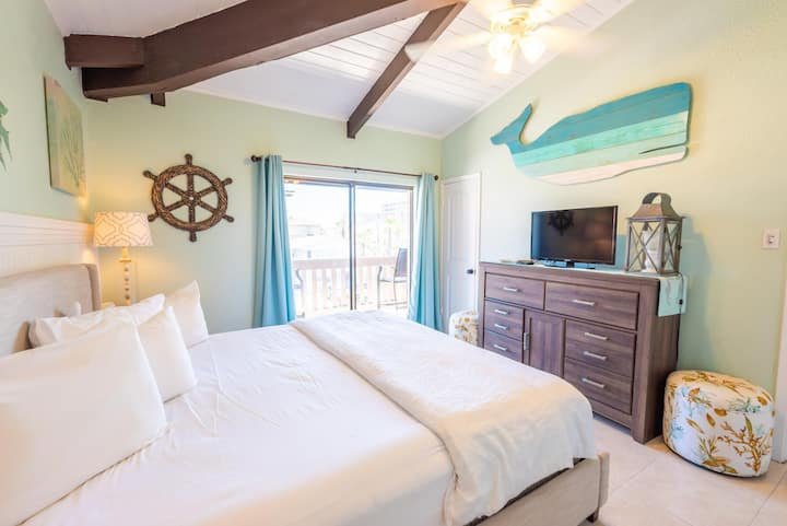 Cozy condo in Tiki complex with private beach access #340