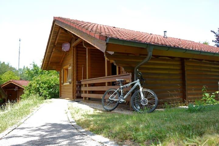 """Blockhaus Noffke (Stamsried), Romantische Holzblockhütte 24 """"Rotkehlchen""""  - tierfreundlich"""