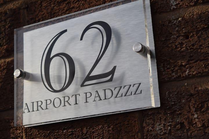 Airport Padzzz. Room 2.