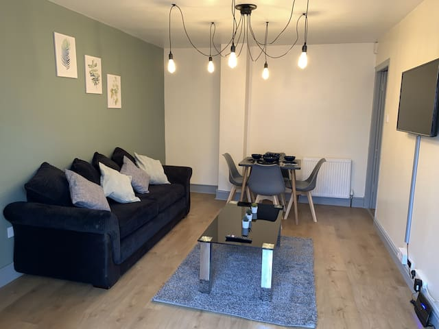 A HUGE CORNER FLAT WITH A GARDEN ⭐ PERFECT FOR LARGE GROUPS WANTING TO EXPLORE NEWCASTLE