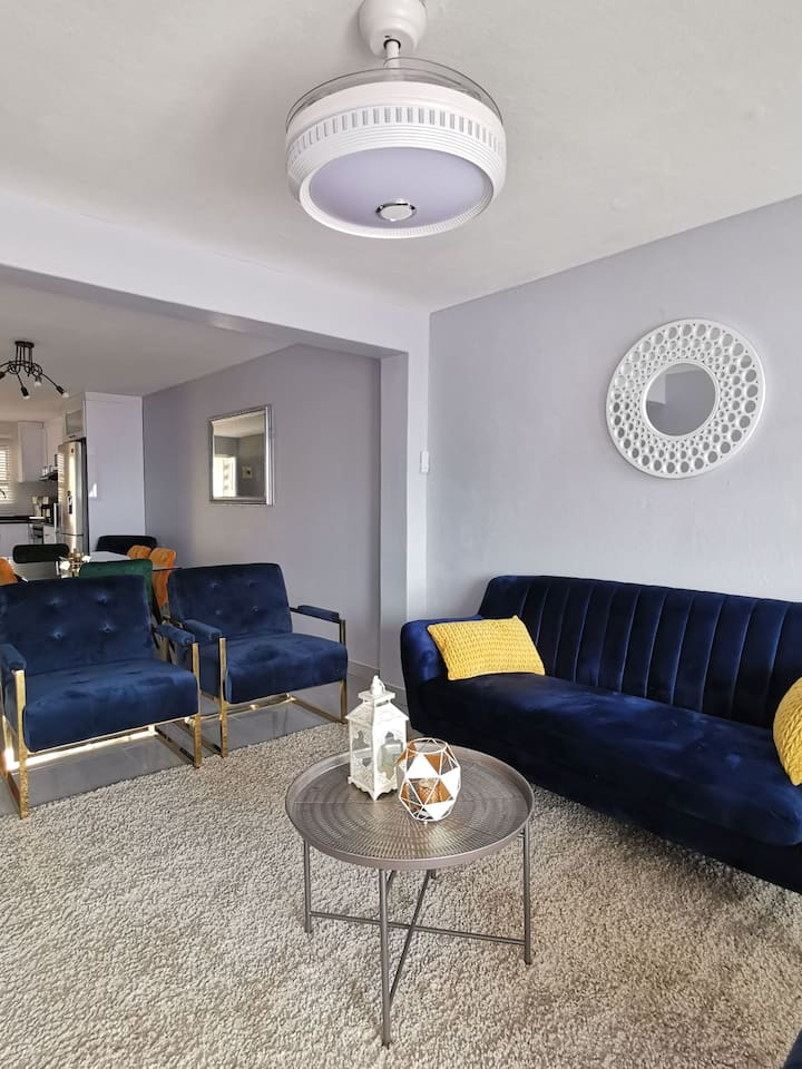 Zarlush Modern Apartment With Sea View in Margate