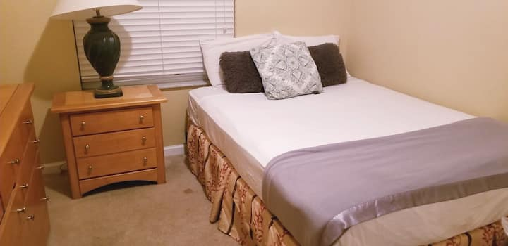 Excellent room located 10 minutes from Disney