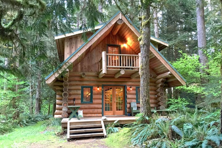 #10 - Log Cabin Living at its Best!