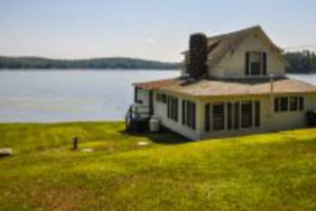 Charming 1910  lakeside cottage - Franklin - Rumah
