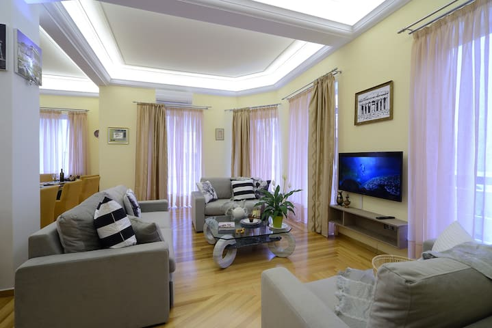 Luxury newly renovated 4 bedroom apartment 190sqm