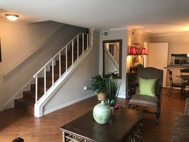 2/1.5 Houston Townhouse! Daily, Weekly or Monthly!
