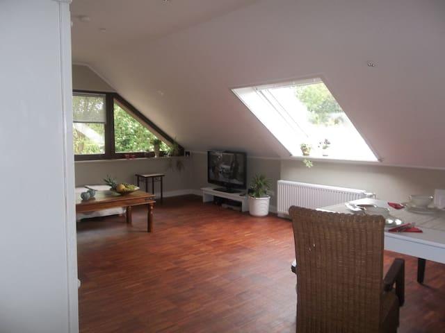 Gemütliche, sonnige 2 Zimmer-Wohnung im Grünen - Hamburg - Byt