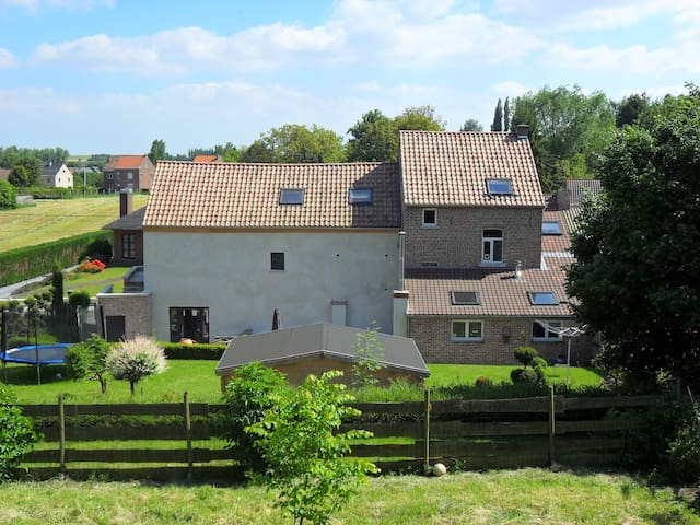 Beautiful house in the countryside with big garden - Hélécine - Huis
