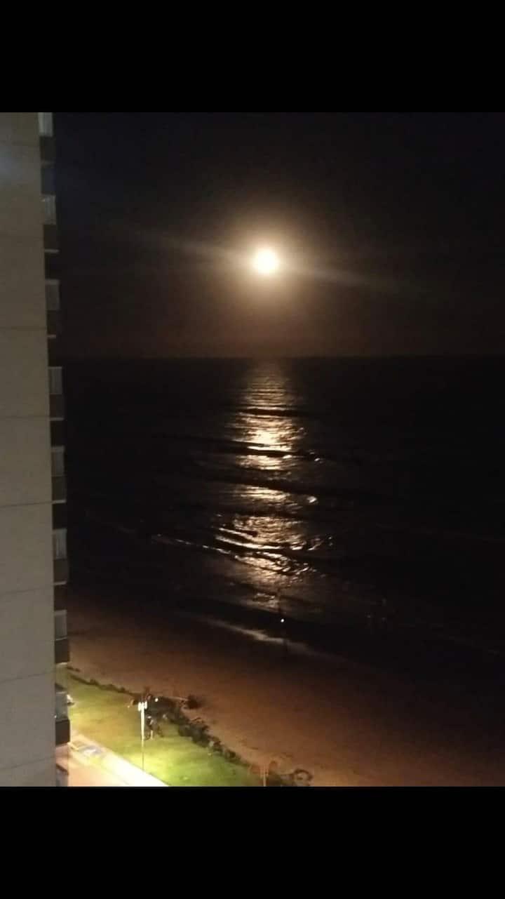 Apartamento beira mar pé no resort itanhaem centro