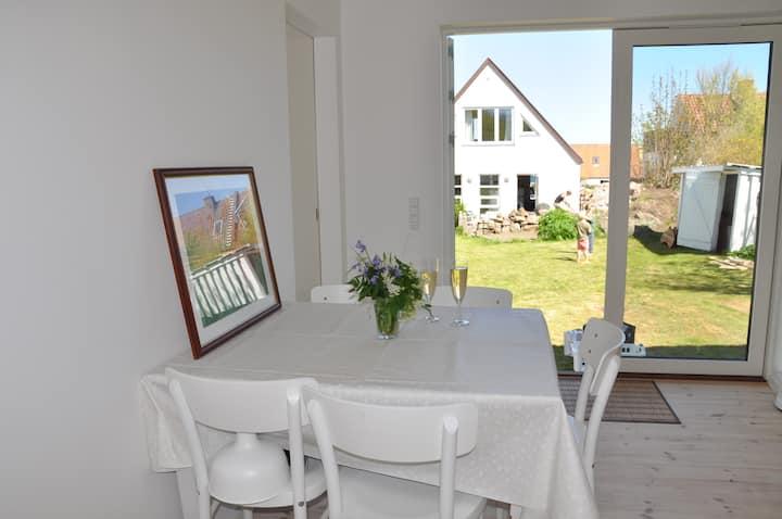 Nybygget feriehus på smukke Nordbornholm