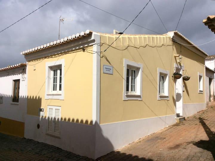 Beautiful Renovated Village Cottage