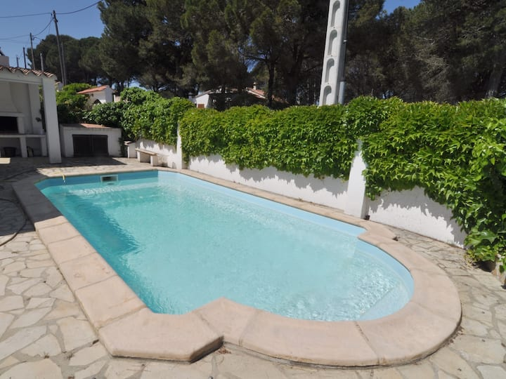 HOUSE WITH PRIVATE POOL, BARBECUE AND SATELLITE TV