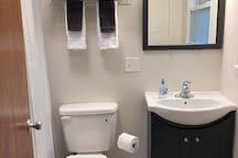 Full bathroom #1, includes tub/shower