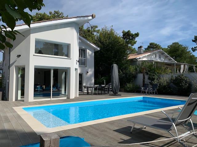 Agréable villa climatisée avec piscine chauffée