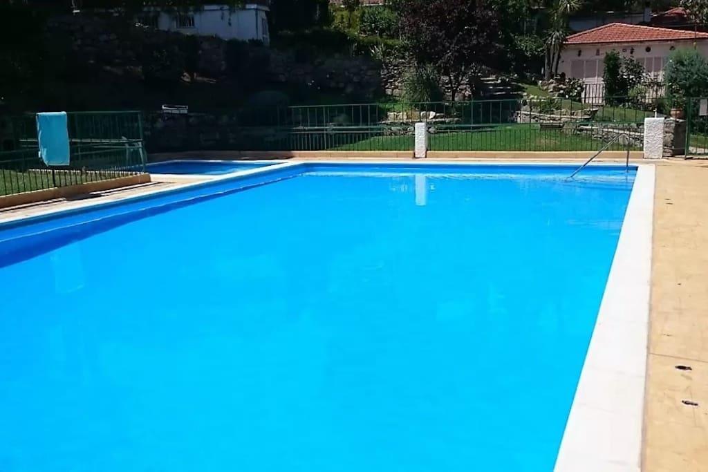 Confort naturaleza piscina wifi casas de campo en for Piscina climatizada san martin de valdeiglesias
