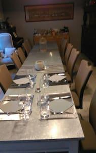 La Bonne Maison Chambre d'hôtes -  Brailly Cornehotte - Bed & Breakfast
