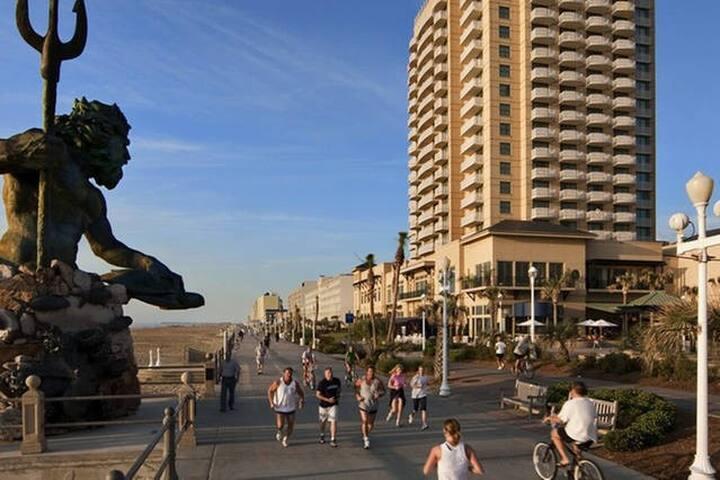 VB Bdwalk 2BR City View OBC sleeps 6 - バージニアビーチ - 別荘