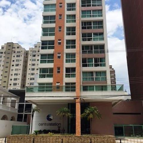 Apto 1 quadra shopping Estacao - Curitiba