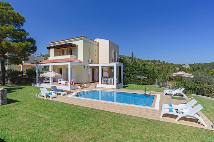 Seven Springs Ermis Villla with heated pool
