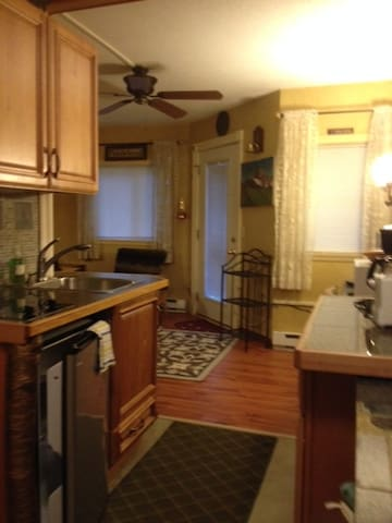 Cute Condo near Sugarbush w/WIFI, Hot tub, pool