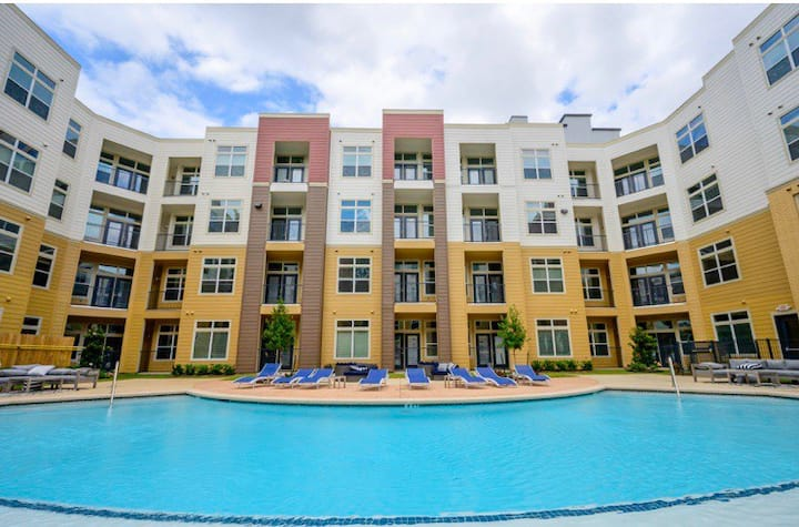 Luxury apartment minutes from downtown Houston
