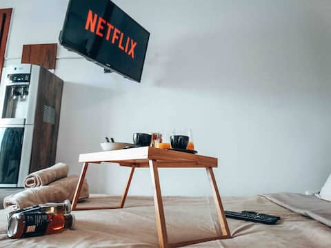 Rooftop Mini Suite/Roof Deck/Netflix-Self Check-in