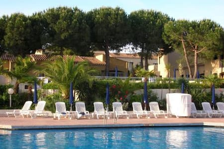 Petit prix bord mer en club (piscine/animations) - Agde - Apartment