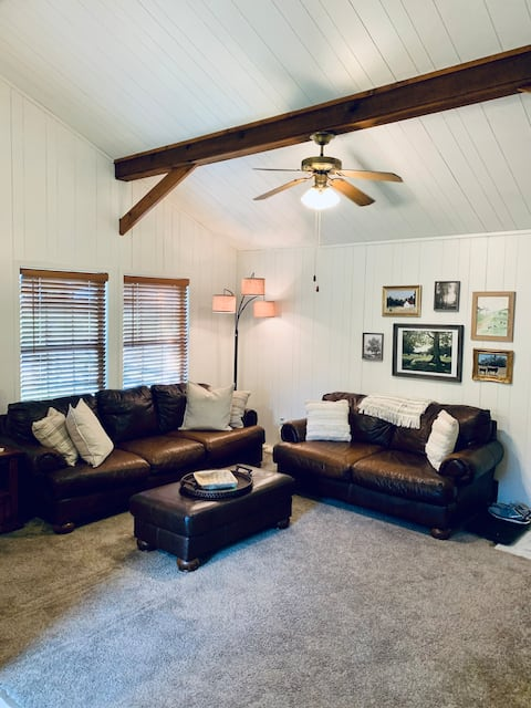 Quaint 2 BR retreat on 1 acre. Newly renovated!