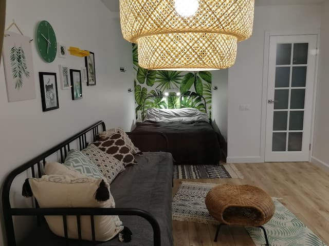 Вид комнаты вдоль.