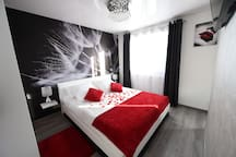 chambre spacieuse et romantique lit de 160 télé hifi internet