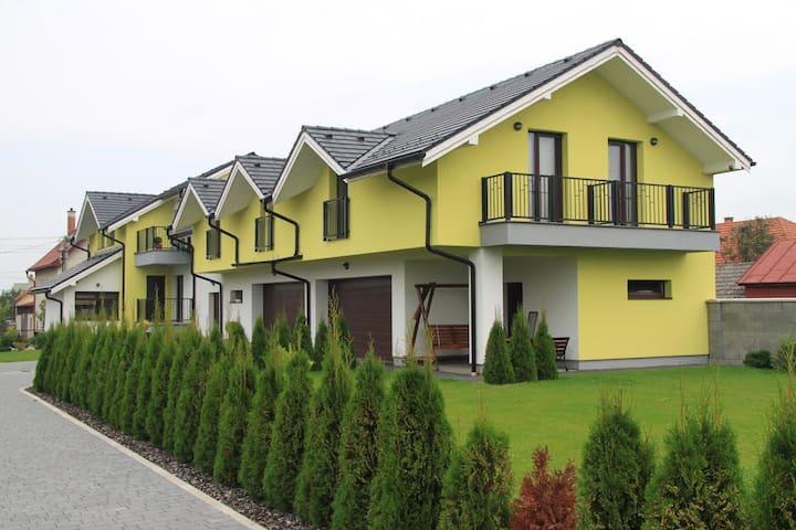 Charming Nela Apartments - Dúbrava - บ้าน