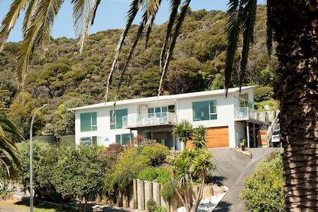 Modern 2 bedroom self catering unit with sea views