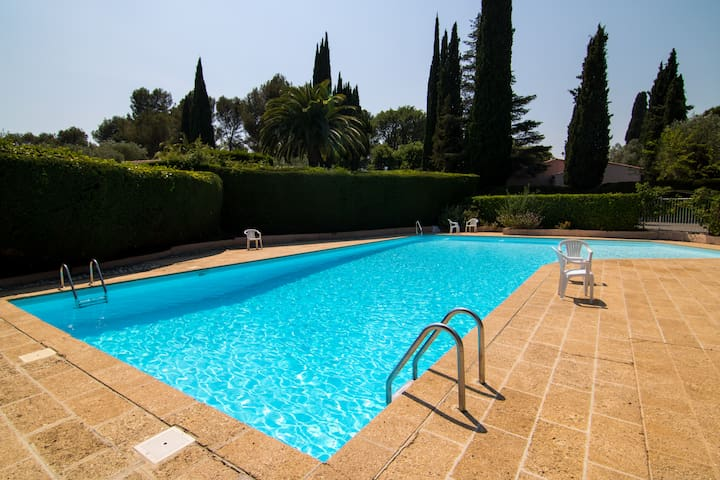 Bella ♥Cannes Villa♥, Private & Secure Gated Domain, +++Parking, Full AC, ★Terraces and Garden★