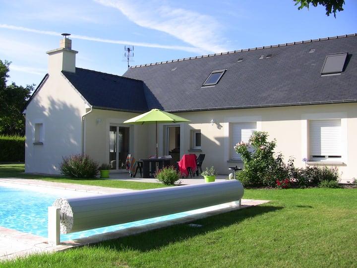 Maison 4-6 pers. avec piscine chauffée à Matignon