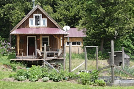 Private, beautiful cabin in countryside - Montpelier