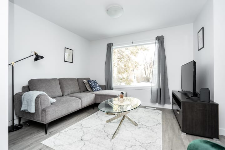Modern★ 3 Bedroom ★ Private Home