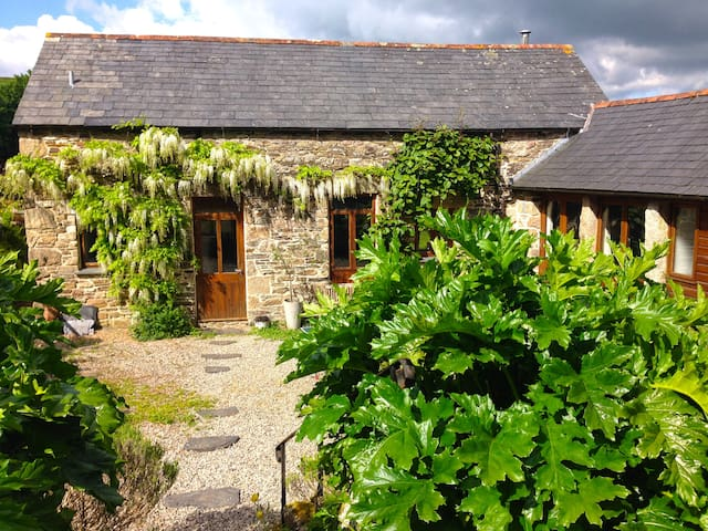 Architect's converted Swallows Barn - Saint Neot