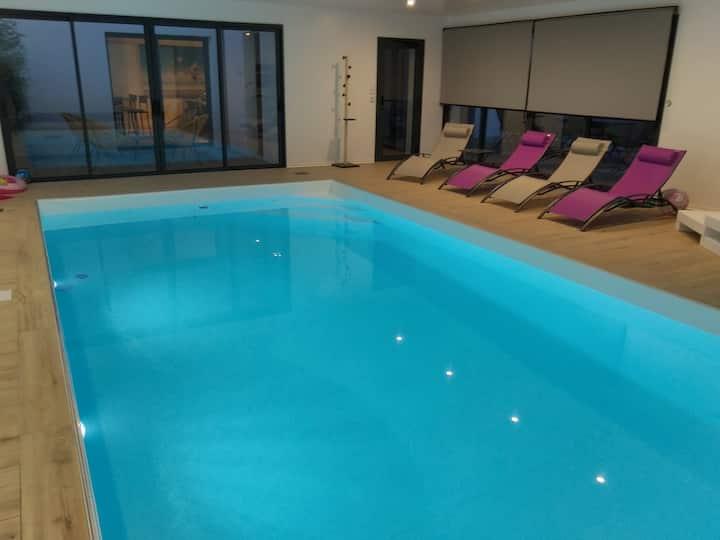 Villa LISA, Maison avec piscine intérieur chauffée