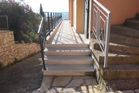 Two bedrooms apartment with sea view on 2nd floor - Mparmpati