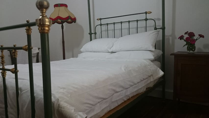 Second Bedroom, Brisbane Street - East Tamworth - Huis