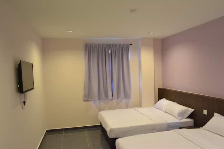 SPACE (1 Queen Bed+1 Super Single Bed+Bath Room)