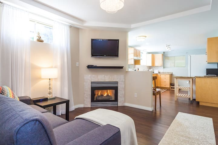 Beautiful 2 bedroom - clean open concept ! - New Westminster - Huis