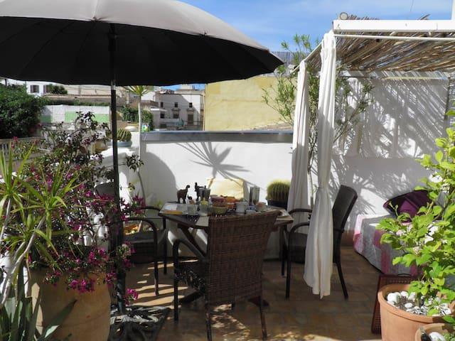 Traumterrassenwohnung in guter Lage - Palma - Bed & Breakfast